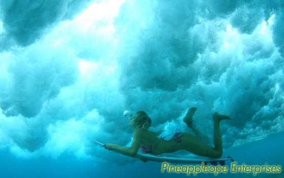 surf_girl_under_water_hd_widescreen_wallpapers_1440x900[1]