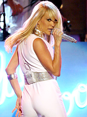 carrie underwood hot babe singing in white tight pants with a belt