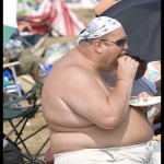 fat-shirtless-guy-eating-cheeseburger-2.3[1]