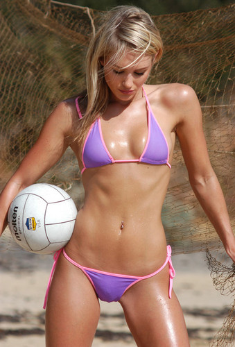 nicky_whelan_bikini_volleyball_banner23432[1]