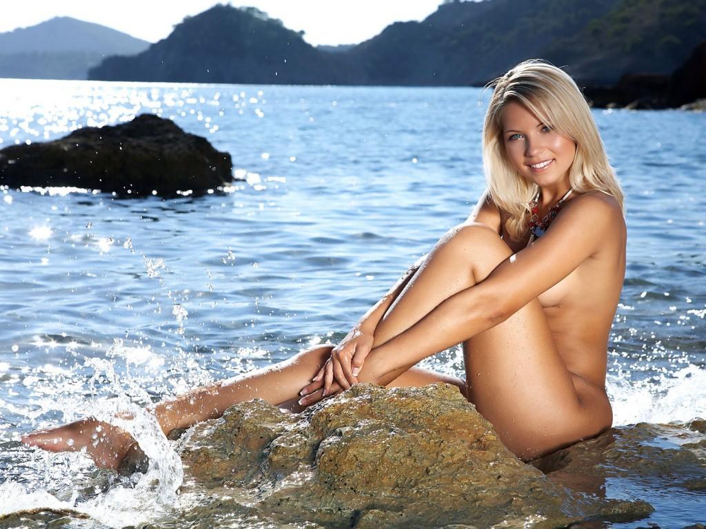 откровенные фото девушек на море
